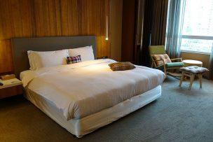 台北・信義區「home hotel」逸寬套房のベッドルーム
