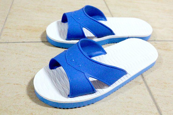 台湾の有名サンダル「藍拖鞋」