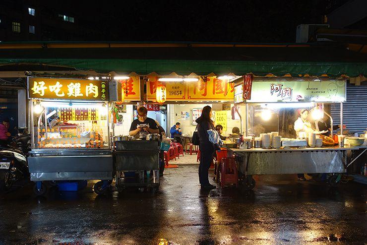 台北・楽華夜市「好吃雞肉」と「阿國蝦仁焿」