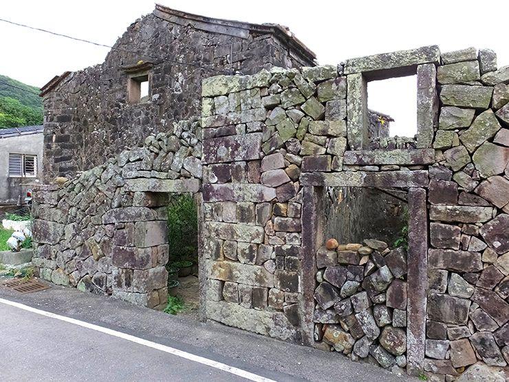 台北・貢寮の石積みの建物