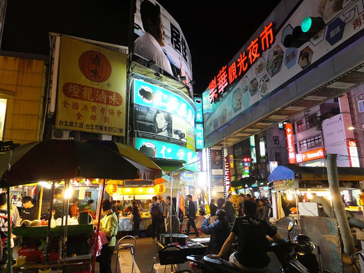 台北・楽華夜市の入り口