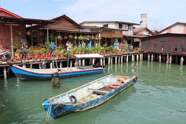 マレーシア・ジョージタウンの観光スポット「Chew Jetty」の海