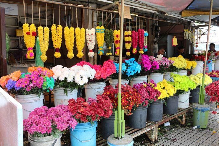 マレーシア・ジョージタウン「リトルインディア」に並ぶ花々