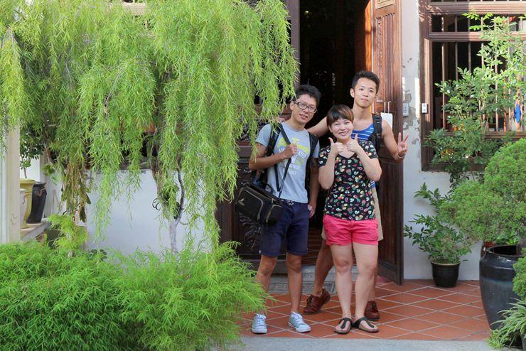 マレーシア・ジョージタウンのゲストハウス「Carnarvon House」のオーナーさんと記念撮影