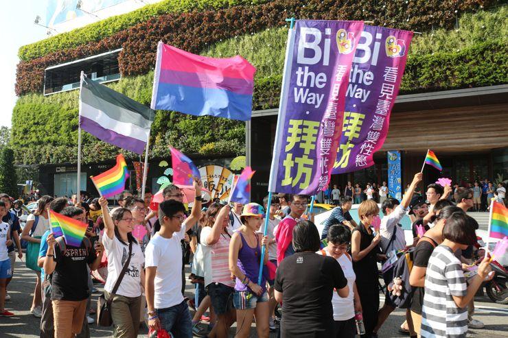 台中LGBTプライド2015に参加するバイセクシャルグループ「拜坊 Bi the way」
