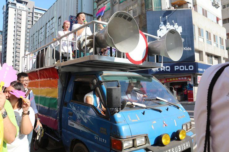 台中LGBTプライド2015のパレードカー