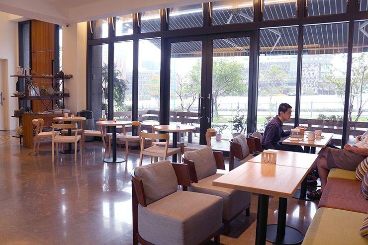 宜蘭・礁溪の温泉宿「ISPAVITA」のカフェスペース