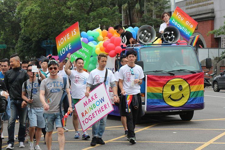台灣同志遊行(台湾LGBTプライド)2015のパレードに参加する日本からの一団