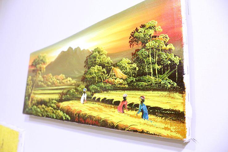 台北・北投温泉のゲストハウス「ロングステイ台北」の個室に掛けられたバリ島の絵