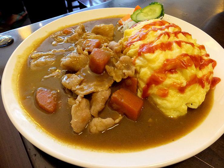 台湾で食べられる日本家庭料理「オムカレー」