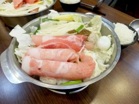 台北・永安市場「青葉小火鍋」の豬肉鍋