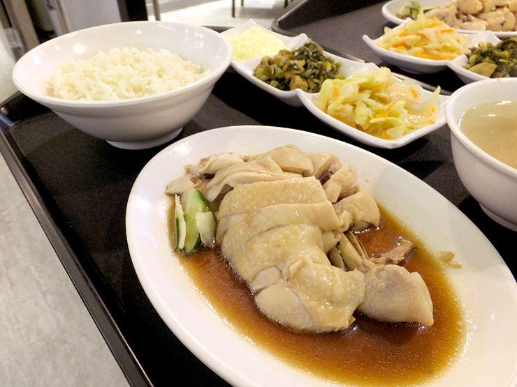 シンガポールグルメの定番「海南雞飯(ハイナンチキンライス)」
