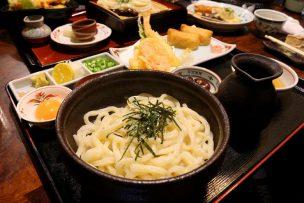 香川の讃岐うどんの老舗「山田屋」の釜ぶっかけ定食