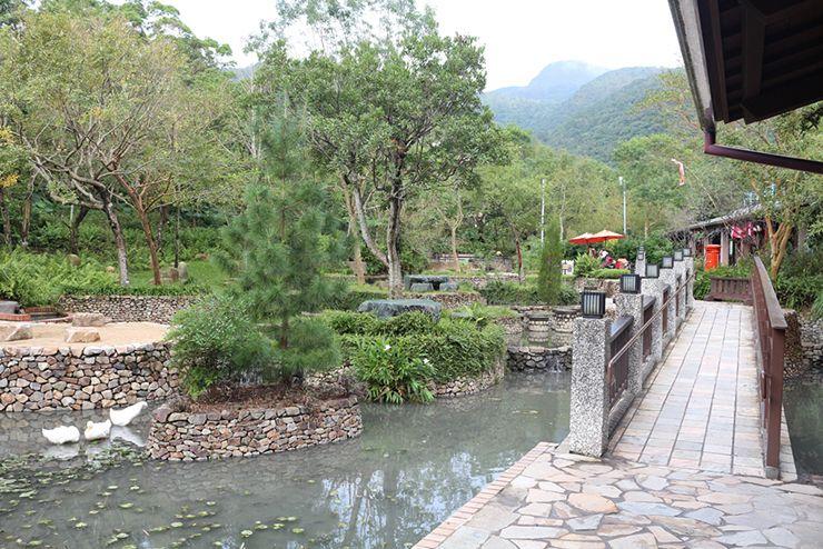 宜蘭・礁溪「礁溪溫泉公園」森林風呂前の広場