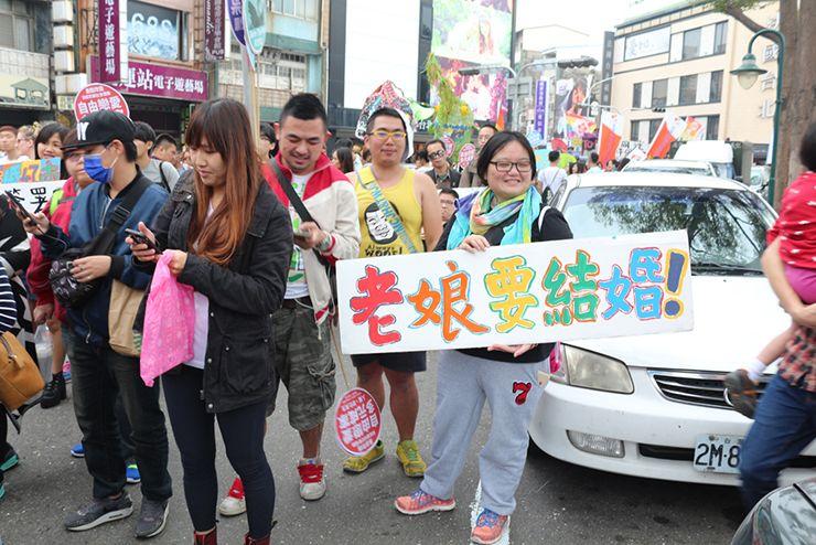 彩虹台南遊行(台南LGBTプライド)2015パレードのプラカード「老娘要結婚」
