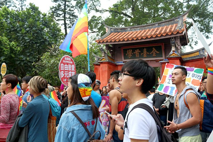 彩虹台南遊行(台南LGBTプライド)2015で孔廟に差し掛かるパレード