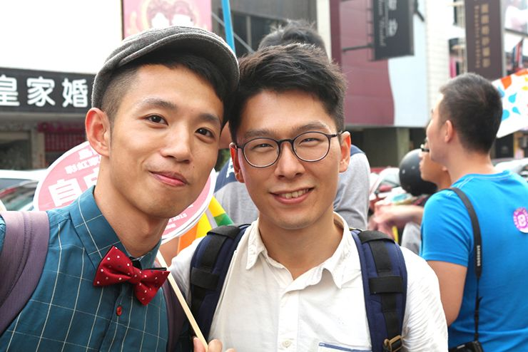 彩虹台南遊行(台南LGBTプライド)2015パレードに参加する『にじいろ台湾』作者:Maeとボーイフレンド