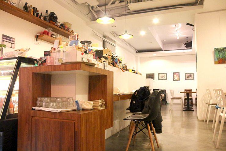 台北・永安市場のカフェ「喝個咖啡吧 HUG Cafe」のカウンター