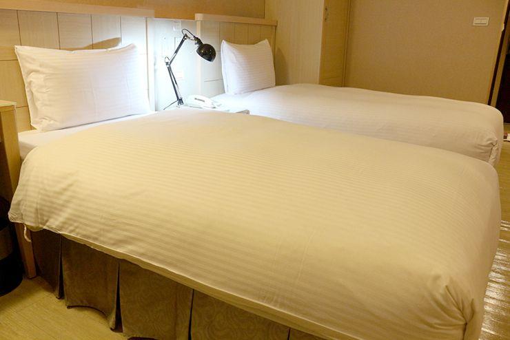 台南のビジネスホテル「碳佐麻里商務旅店」ツインルームのベッド