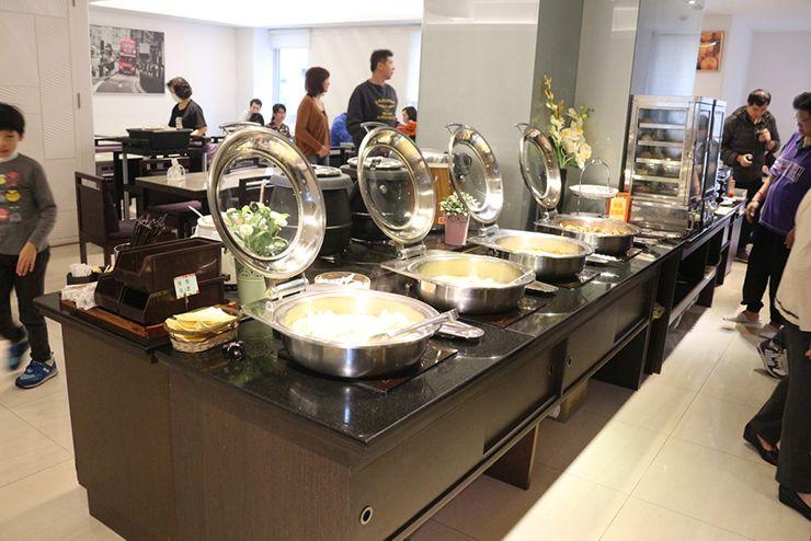 台南のビジネスホテル「碳佐麻里商務旅店」の朝ごはんスペース