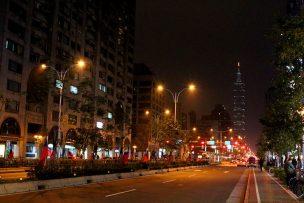 台北101が見える夜の信義路