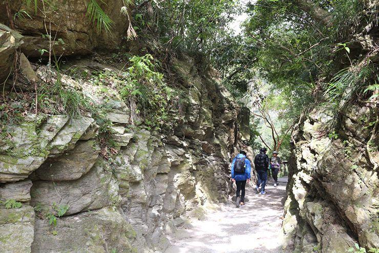 花蓮・太魯閣國家公園(タロコ)「砂卡礑步道」岩の小道