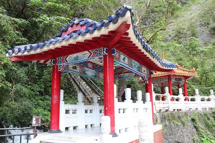 花蓮・太魯閣國家公園(タロコ)「長春祠」の屋根