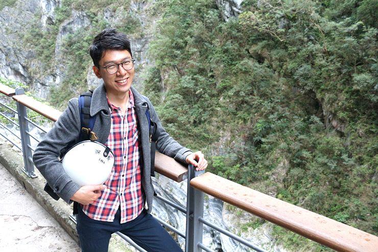 花蓮・太魯閣國家公園(タロコ)「燕子口」で記念撮影する『にじいろ台湾』作者:Mae