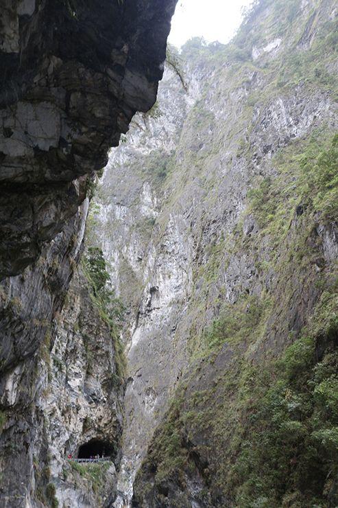 花蓮・太魯閣國家公園(タロコ)のトンネルの見える「太魯閣渓谷」