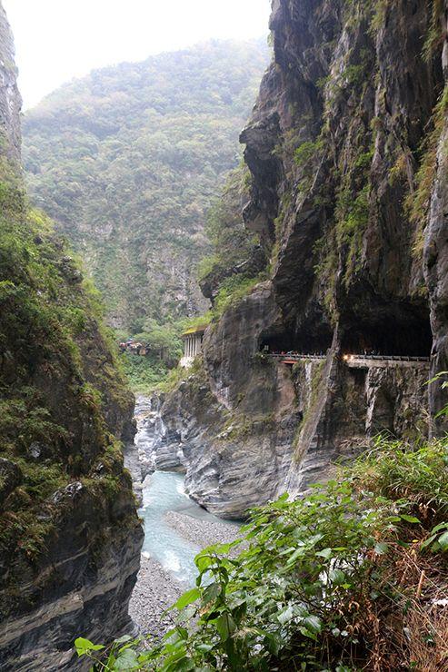花蓮・太魯閣國家公園(タロコ)「太魯閣渓谷」のトンネル