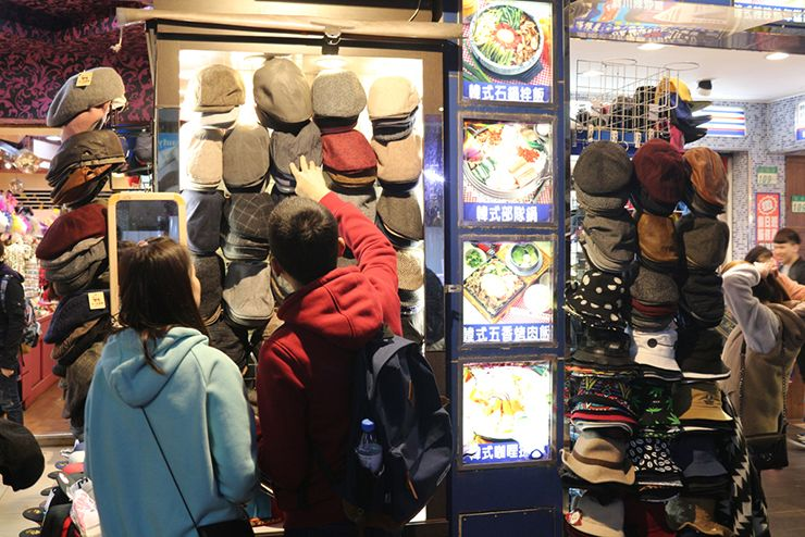 台北・西門町の帽子ショップ