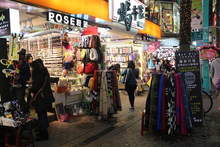 台北・西門町の路上店