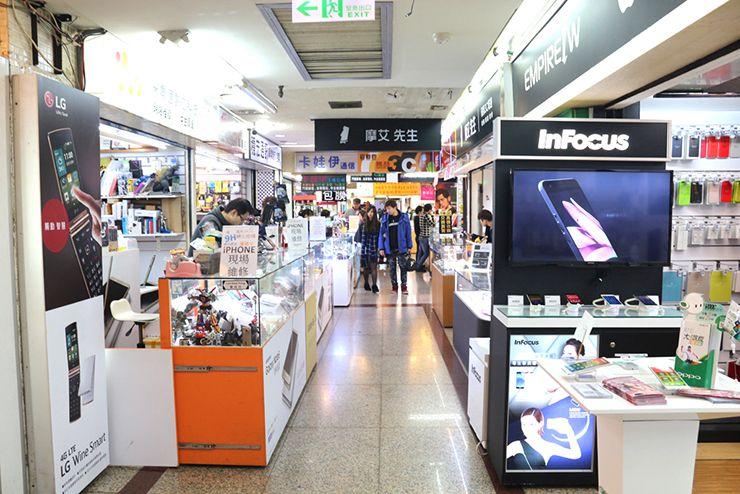 台北・西門町のガジェット売り場
