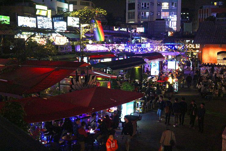 台北・西門町「西門紅樓」のオープンカフェ2階から見た景色