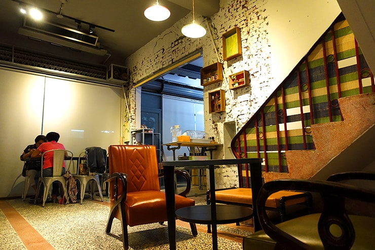 高雄・鹽埕埔の古民家カフェ「好嗜一餇」の店内