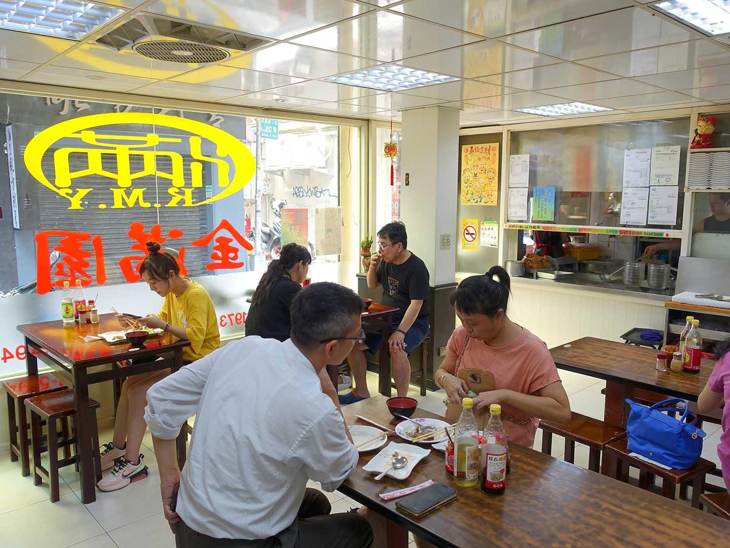 台北・西門町のおすすめグルメ店「金滿園排骨」の店内