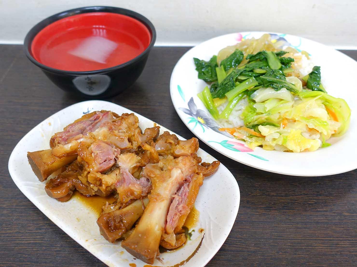 台北・西門町のおすすめグルメ店「金滿園排骨」の豬腳飯