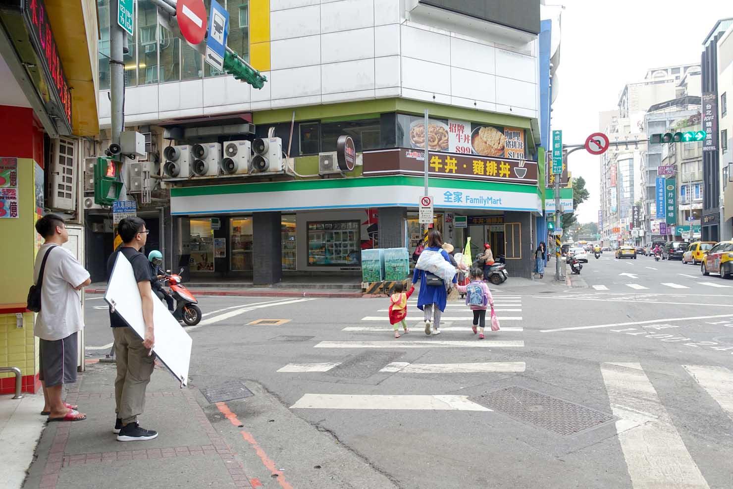 台北・西門町「成都昆明路口」の交差点