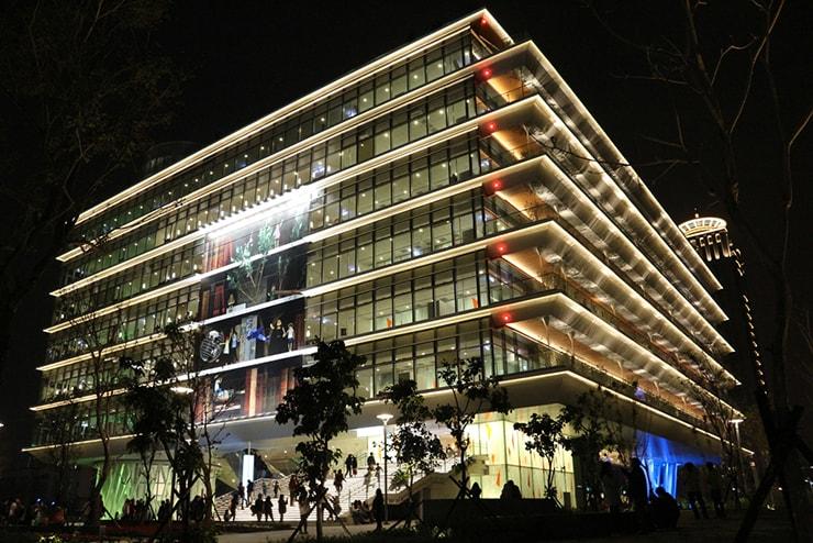 高雄・三多商圈「高雄市立圖書館」の夜景