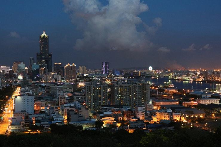 高雄・西子灣「忠烈祠」の高台から望む夜景