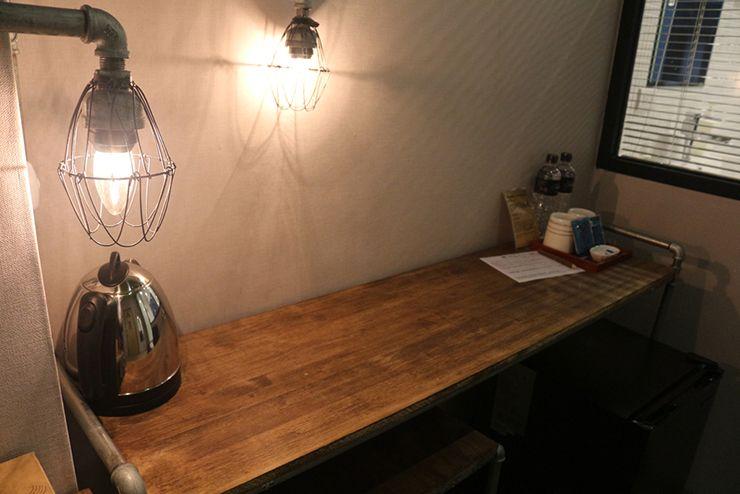 台北・西門町のLGBTフレンドリーホテル「町・記憶旅店 Cho Hotel」行政套房(Executive Double)のテーブル