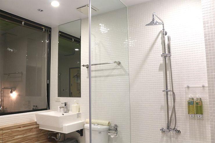台北・西門町のLGBTフレンドリーホテル「町・記憶旅店 Cho Hotel」行政套房(Executive Double)のシャワー