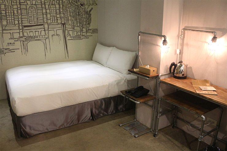 台北・西門町のLGBTフレンドリーホテル「町・記憶旅店 Cho Hotel」行政套房(Executive Double)のダブルベッド