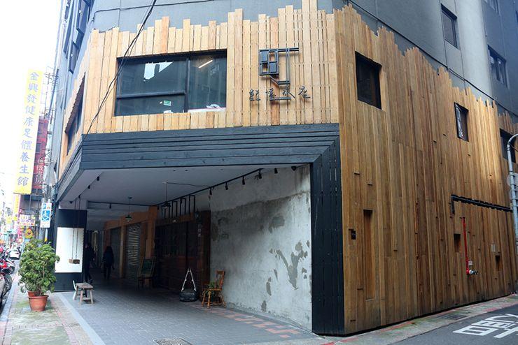 台北・西門町のLGBTフレンドリーホテル「町・記憶旅店 Cho Hotel」の入り口