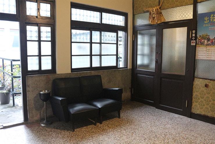 高雄・西子灣(哈瑪星)の古民家カフェ「書店喫茶 一二三亭」の入り口