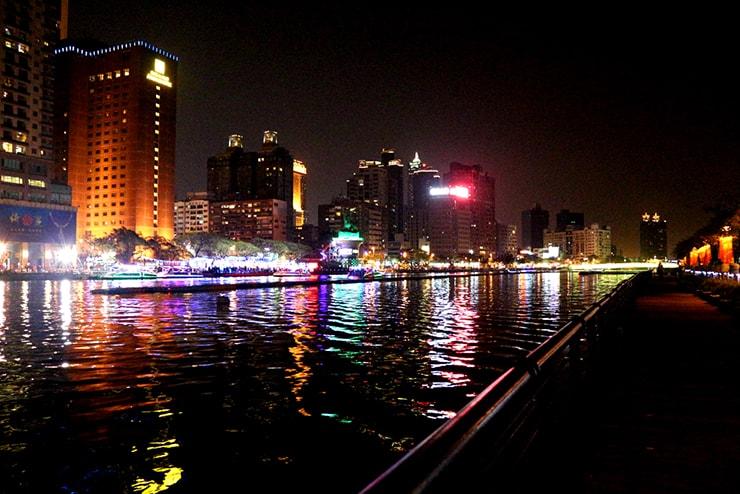 高雄・鹽埕埔「愛河 Love River」の夜景