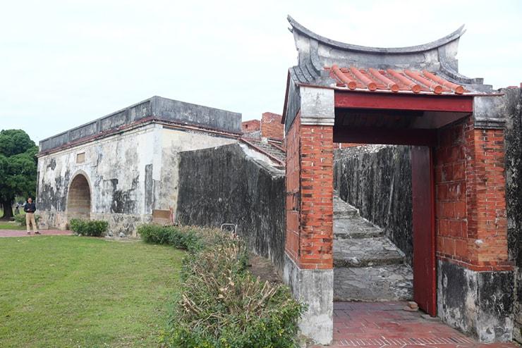 高雄・左營「鳳山舊城」の門