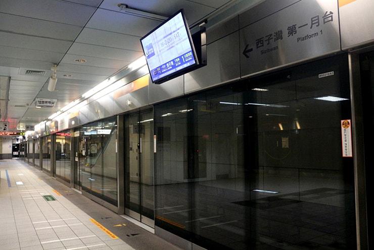 高雄捷運KMRT(地下鉄)のプラットフォーム