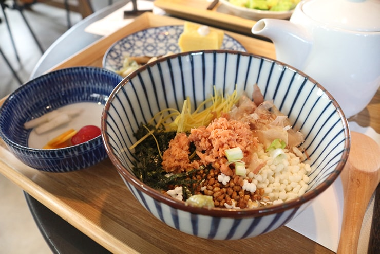 高雄・美麗島の古民家カフェ「喜八咖啡店」の茶泡飯套餐(お茶漬けセット)