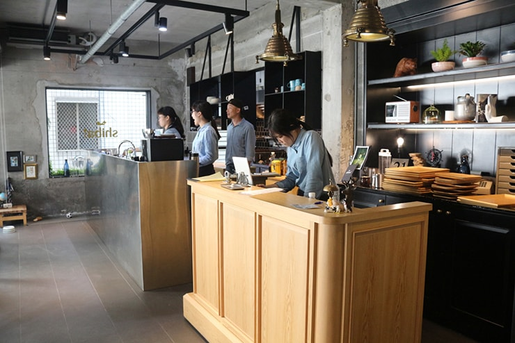 高雄・美麗島の古民家カフェ「喜八咖啡店」のレジカウンター